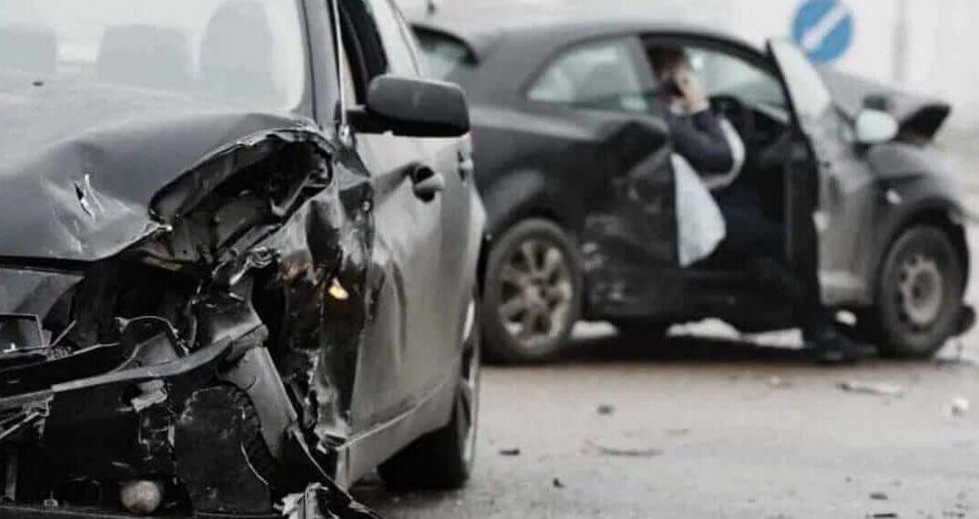 Každý vlastník nebo provozovatel motorového vozidla musí mít ze zákona povinně sjednané pojištění odpovědnosti z provozu motorového vozidla neboli povinné ručení. Pokud se stanete obětí nezaviněné dopravní nehody, z povinného ručení viníka vám přísluší odškodnění za škodu na majetku a újmu na zdraví. Jaké nároky lze z povinného ručení uplatňovat?